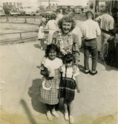 Carolina Cotton w/Children at Tiny Town
